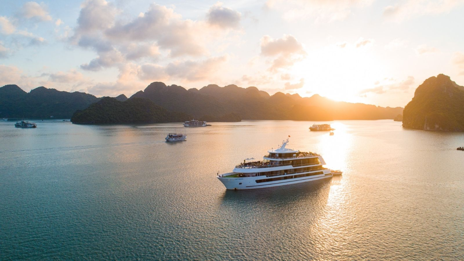 Halong Bay Cruise - Vietnam and Thailand itinerary
