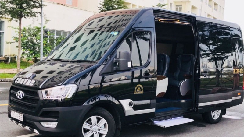 Luxury bus from Hanoi to Halong Bay