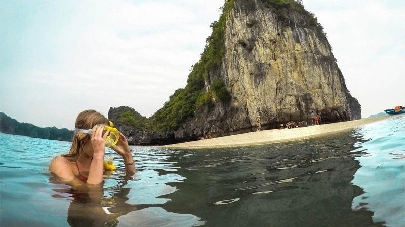 Snorkelling in Halong bay