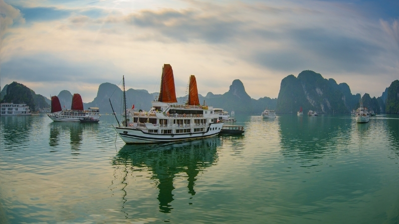 Affordable cruising experience in Halong Bay