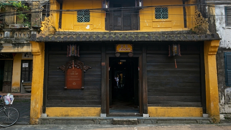Visit Hoi An's Old Houses with special fusion architecture