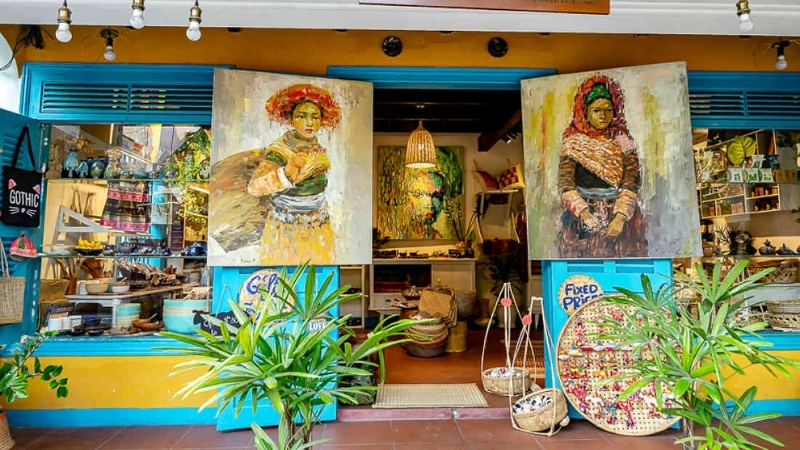 Buy authentic local products as souvenirs or gifts hoian