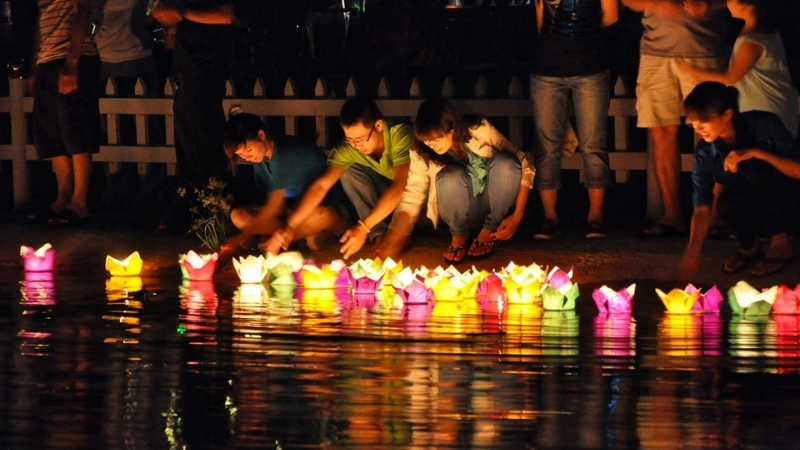 Remember your ancestors and make a wish with floating lanterns