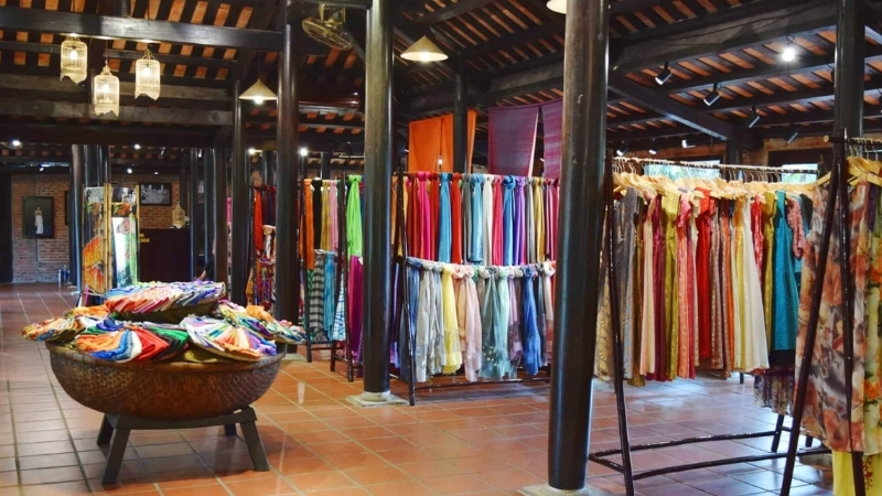 pend one night in Hoi An Silk Village and learn how to make silk