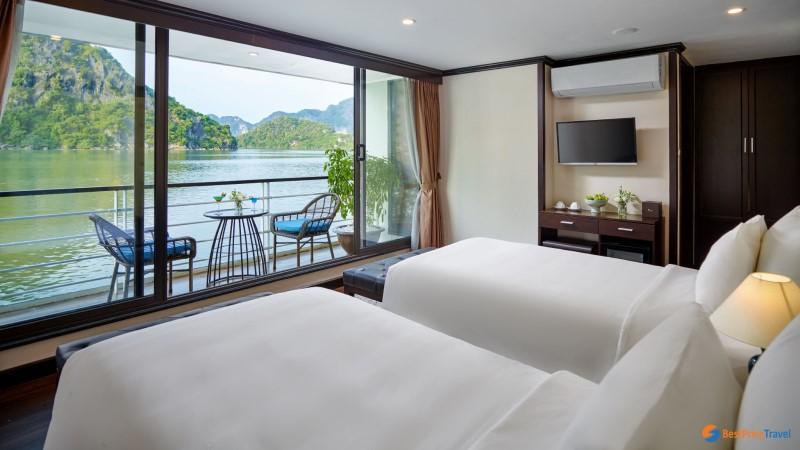 Mon Cheri - a Luxury Cruise in Halong Bay