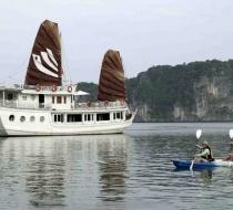 Kayaking around cruise