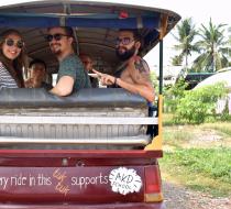 Tuktukbacksideb1