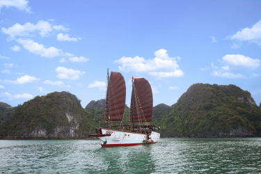 Nang Tien day cruise 8 hours
