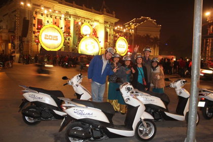 Hanoi Food Tour by Motorbike at Night