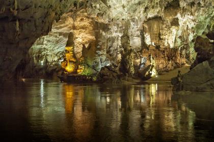 Phong Nha Cave & DMZ 4 days
