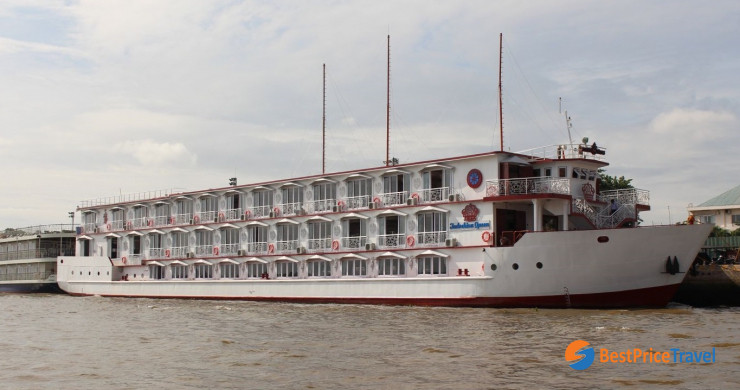 Indochina Queen Cruise