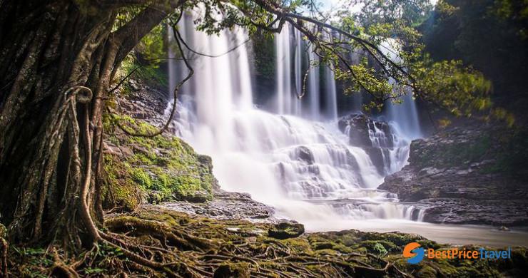 Bousra Waterfall
