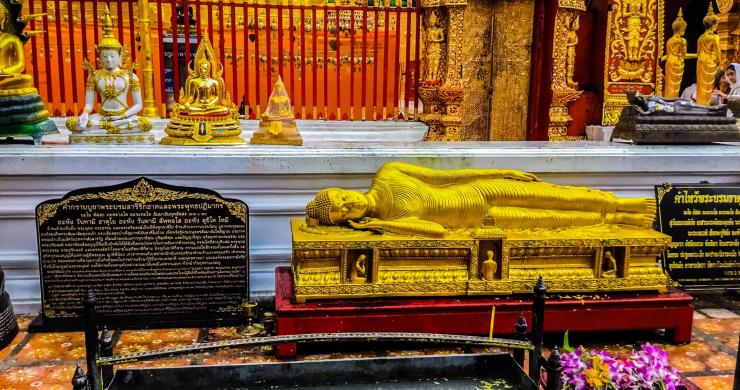Wat Phrathat Doi Pu Khao